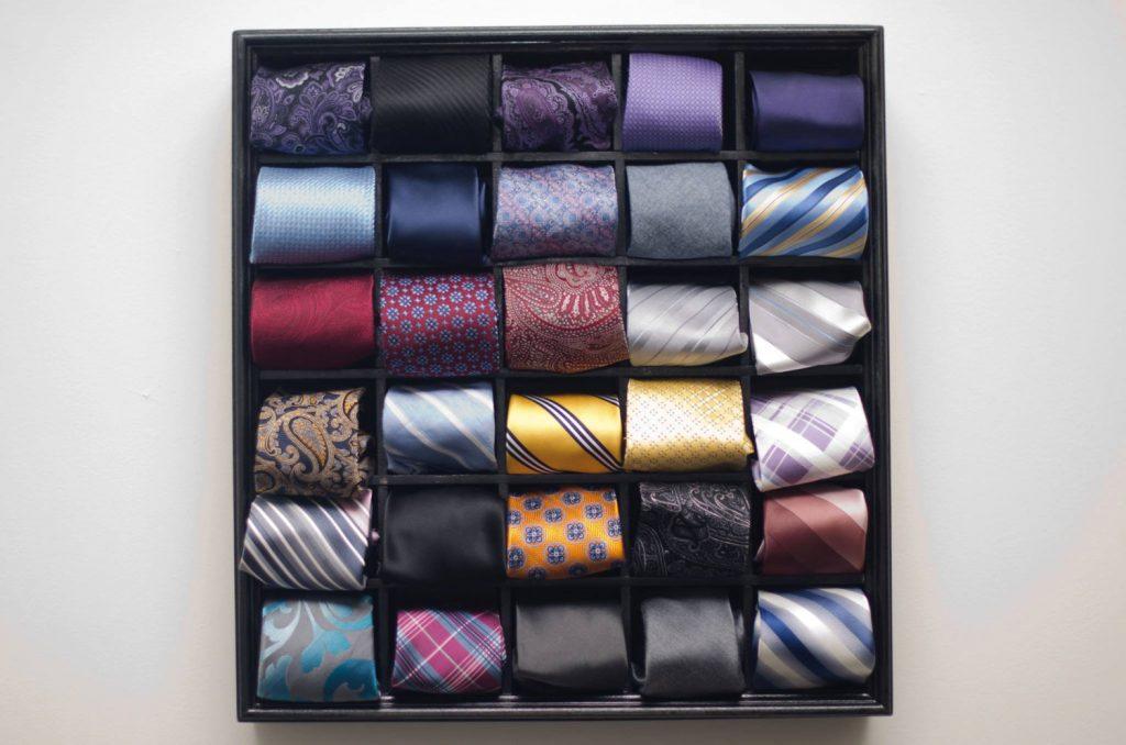 """74abaa56fa2 Аз съхранявам моите в кутии за обувки. Вечерта я намятам на поставената на  закачалка риза за да се """"отпусне"""" преди употреба на следващия ..."""